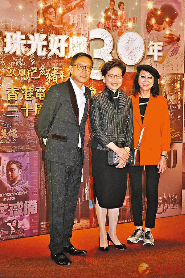 ■劉偉強(左)、張婉婷(右)請來行政長官林鄭月娥出席晚會。