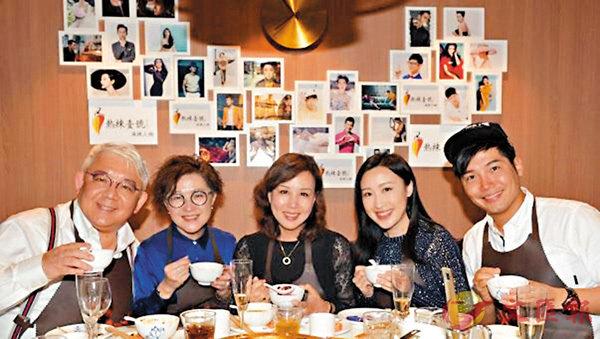 ■(左起)朱偉星醫生、洋紫荊、文雪兒、范文雅、黃建東都是火鍋的追隨者! 作者提供