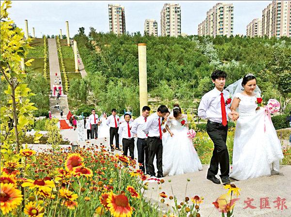 ■在小綠谷水景公園結婚的新人