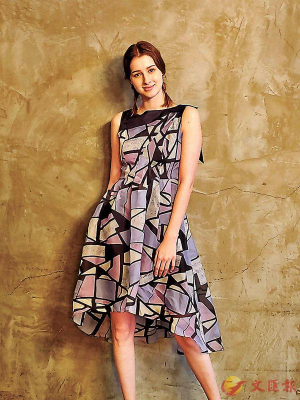 ■Bora Aksu Still Granite系列以柔和的色調結合麻布或棉料,打造出利落線條。
