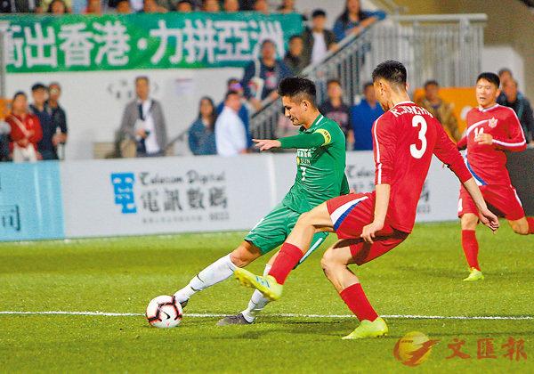 ■大埔黃威(左)今場有多次起腳機會。香港文匯報記者郭正謙  攝