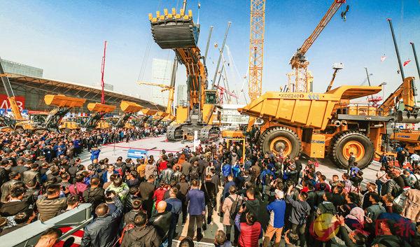 ■「神州第一挖」700噸液壓挖掘機引爆上海寶馬展