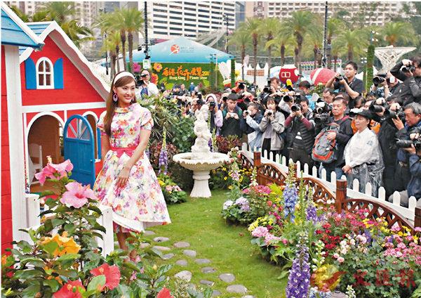 ■今年花展以「大紅花說願」為主題。 香港文匯報記者劉國權  攝