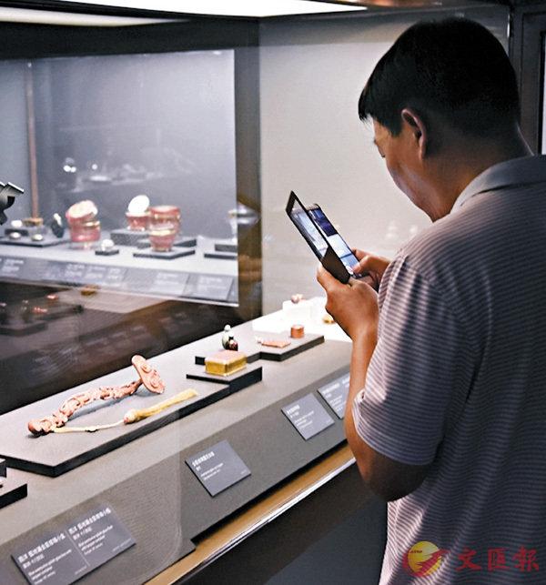 ■「走近故宮國寶」線上課程受歡迎。圖為台北故宮博物院參觀者。資料圖片