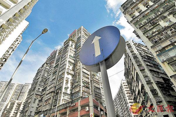 ■澳門樓價與香港相比低近37%。圖為澳門北區大廈。 資料圖片
