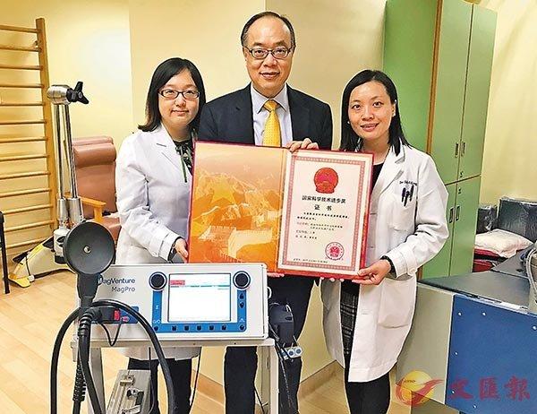 ■黃家星的團隊與內地學者合作,研究結合「體外反搏法」及「腦磁激治療」的療法,為接受最佳治療仍出現殘疾情況的中風患者帶來曙光。 香港文匯報記者高鈺  攝