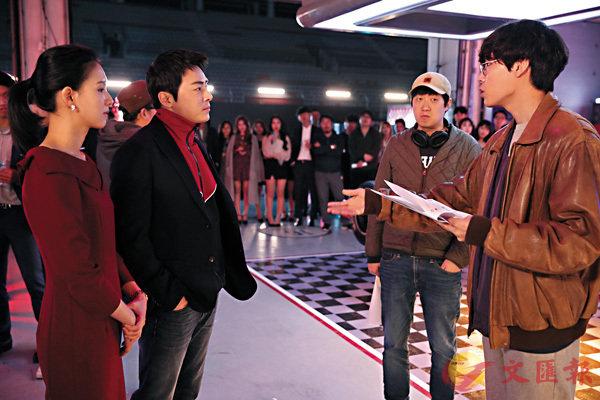 ■導演韓峻熹(右二)給兩個男主角對戲。