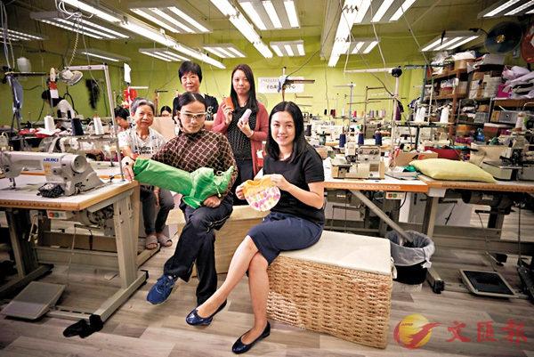 「千色裁藝」的資深製衣女工和年輕設計師們。網誌圖片