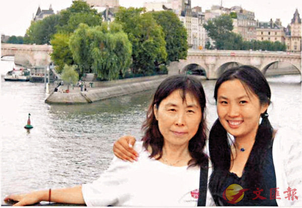 ■舒平和女兒于娟。香港文匯報山東傳真