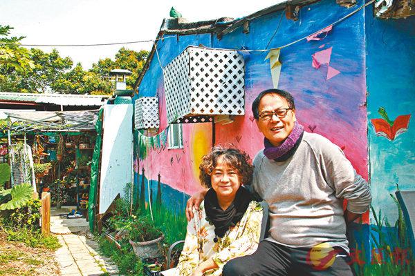 ■Ringo和Teresa在比比書屋外合照。