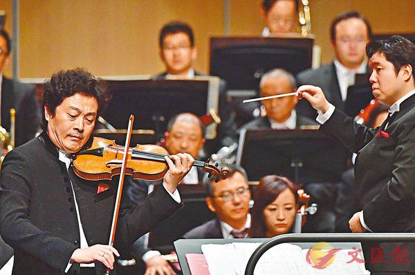 ■呂思清曾歷經過近百場《梁祝》現場演出。圖為在福州海峽文化藝術中心的演出。新華社