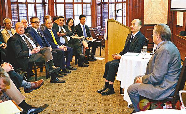 ■韓國瑜(右二)參與美國哈佛大學閉門座談時指出,兩岸須追求和平共存。   中央社