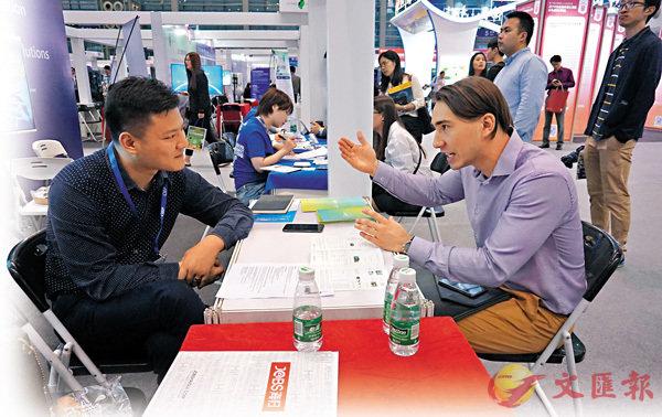 ■不少外籍人才現場求職 。   香港文匯報記者郭若溪 攝