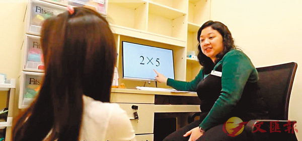 ■診所的行為治療師會為學童進行不同訓練。