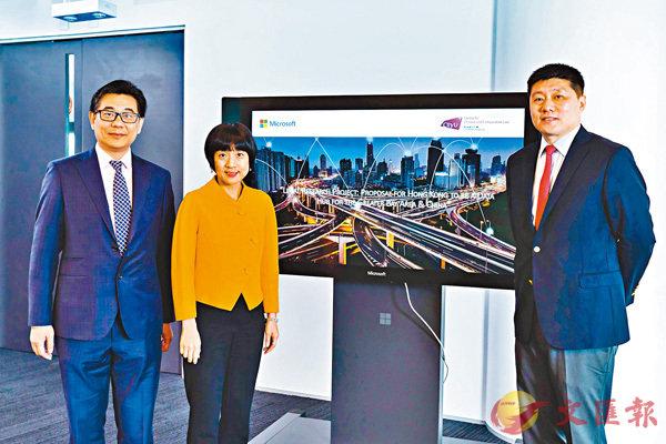 ■陳珊珊(左二)稱,科技是釋放大灣區真正潛力的關鍵。右一為陳磊。