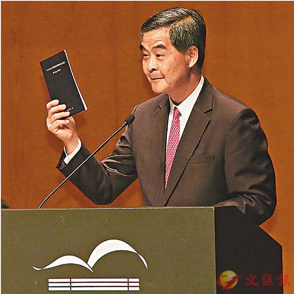 梁振英批評,反對派堅持特首普選要有「公民提名」是誤導追隨者,隱瞞基本法的明確規定。 香港文匯報記者彭子文  攝