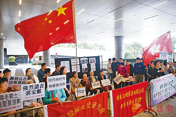 ■抗日老戰士要求反對派議員道歉。香港文匯報記者莫雪芝  攝