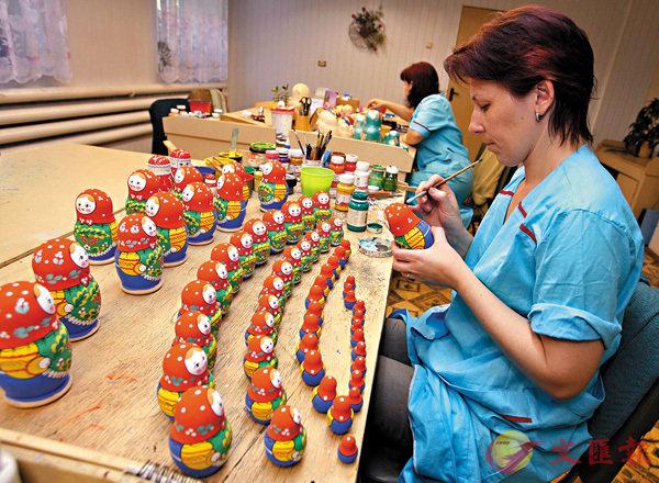 ■俄羅斯套娃是一套木造的娃娃,由大的套住小的。 資料圖片