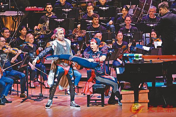 ■香港管弦樂團「古典樂棟篤笑之獨奏家打大交」音樂會「大戰」開始了。攝影:Ka Lam  香港管弦樂團提供