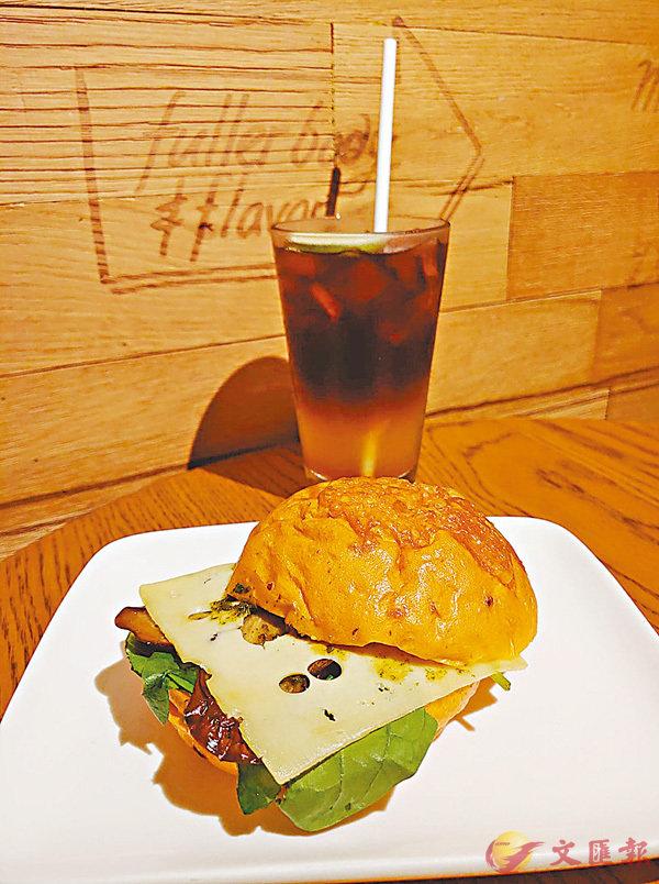 ■三重柑橘冷萃咖啡及烤茄子芝士菠菜三文治