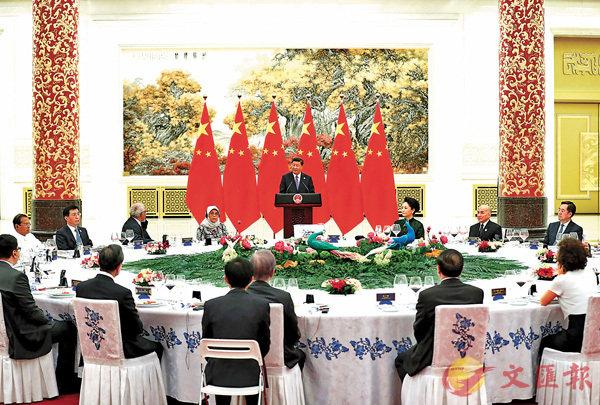 ■昨晚,中國國家主席習近平和夫人彭麗媛在北京人民大會堂舉行宴會,歡迎出席亞洲文明對話大會的外方領導人夫婦及嘉賓。  中新社