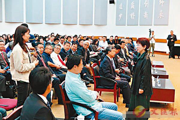 ■洪秀柱以「兩岸青年共圓中國夢」為主題進行約1小時演講,並與現場聽眾交流。 網上圖片