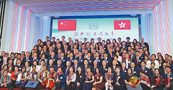 ■紹興旅港同鄉會慶祝中華人民共和國成立70周年暨第十六屆理事會就職典禮,賓主合影。