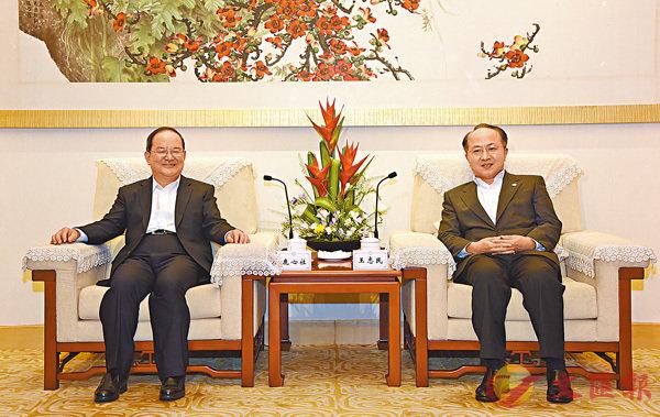 ■王志民(右)會見鹿心社。 中聯辦網站圖片