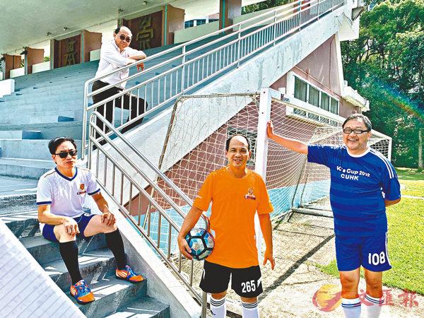 ■左起:陳樹培、黃乃正、何旭榮及黃錦輝雖各司其職,但足球讓他們聚在一塊,建立友誼。香港文匯報記者詹漢基  攝
