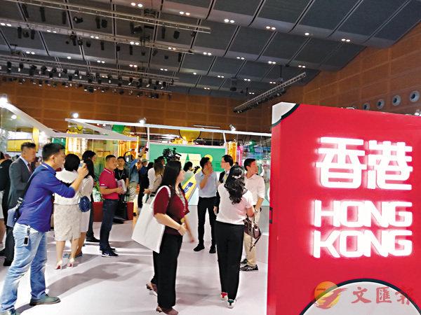 ■香港館許多展品是「香港設計+大灣區製造」結晶,突出了兩地緊密的合作關係。 香港文匯報記者李昌鴻 攝