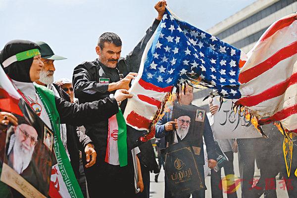 ■伊朗民眾怒燒美國國旗。