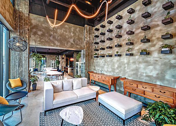 ■共居空間的地下提供約1,500方呎的共享空間,租戶可以享用當中的開放式廚房、電視、休憩空間等。 營運商提供