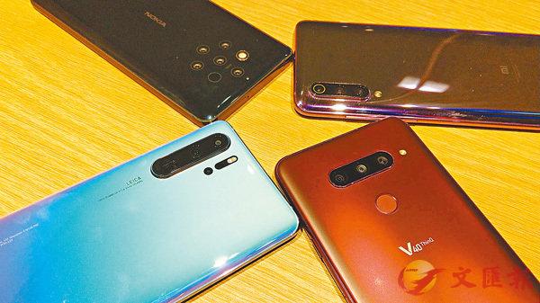 ■今年多款手機設有三鏡頭,甚至多於三個鏡頭的相機設計。
