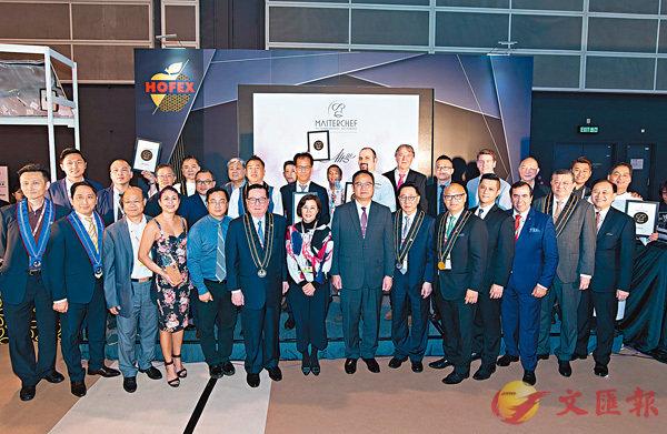 ■主禮嘉賓與獲獎餐廳代表合照
