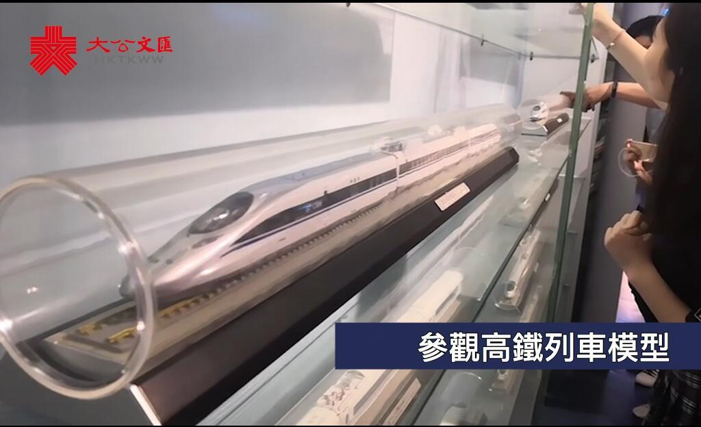 港澳台生武漢體驗高鐵模擬駕駛