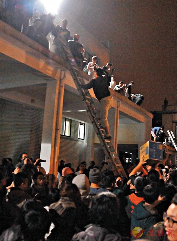 ■ 2014年3月18日,台灣爆發「太陽花學運」,「獨派」學生攻佔「立法院」長達23天。 資料圖片