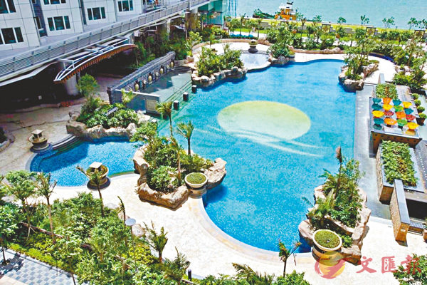 ■紅磡海灣軒室外游泳池。