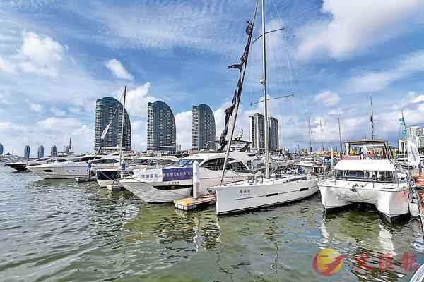 ■海南政府明確對港澳遊艇在海南自貿區推行便利化監管措施。圖為三亞鴻洲國際遊艇會碼頭。  中新社