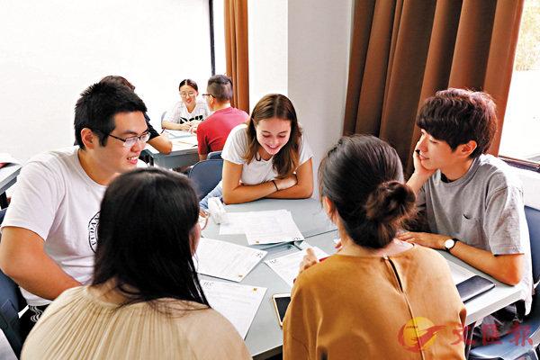 ■課堂以學生主導,導師會從旁協助。 中大供圖