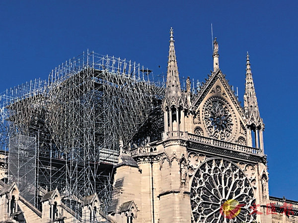■聖母院在火災中失去了著名的尖塔。 資料圖片