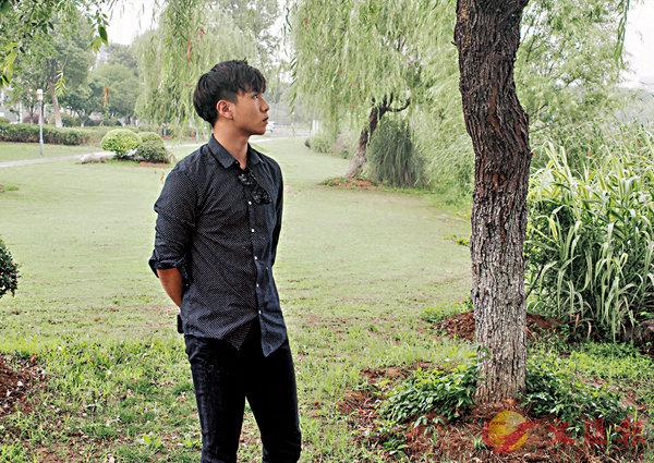 ■香港青年江陽被媒體稱為「北大學霸歌手」。  中新社