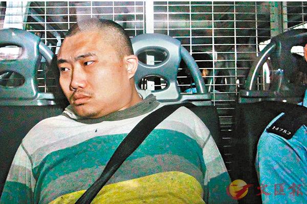 ■潘浩超由警員押解上庭應訊。