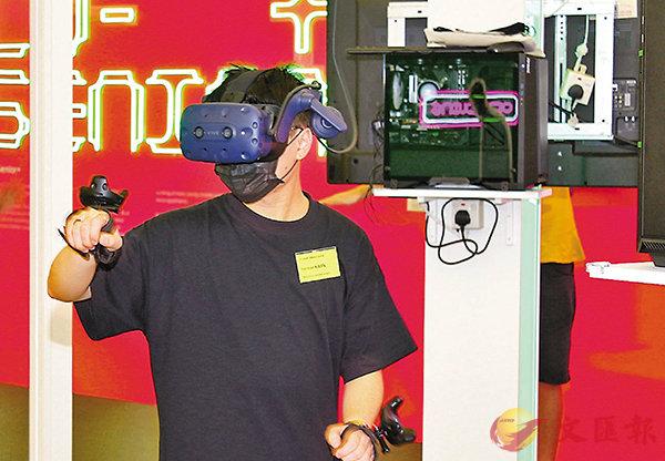 ■玩家先需要戴上特定的VR眼鏡和手掣進行遊戲。