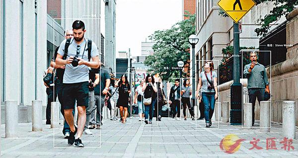 步態識別互聯系統可在目標人物將臉遮住的情況下通過走路姿態辨認出來。