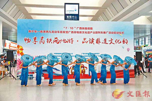 ■獨具北海風情的網娘舞蹈。香港文匯報記者曾萍  攝