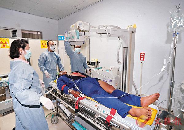 ■身體出現嚴重情況,就可能要留院檢查。 資料圖片