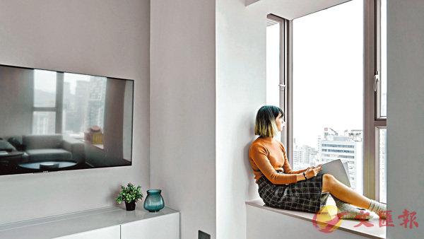 ■新設計下,客廳三面環窗,陽光充足之餘,空間感大升。