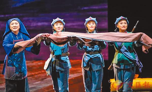 ■袁慧琴(左一)主演「半條棉被」。
