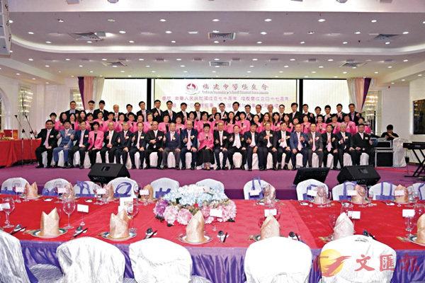■福建中學校友會舉行賀國慶、校友會成立47周年會慶暨理監事就職,賓主合影。