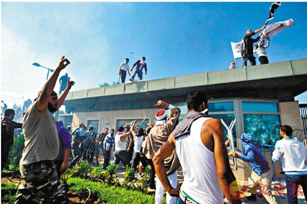 ■2012年突尼斯有數千名示威者衝擊美國大使館。